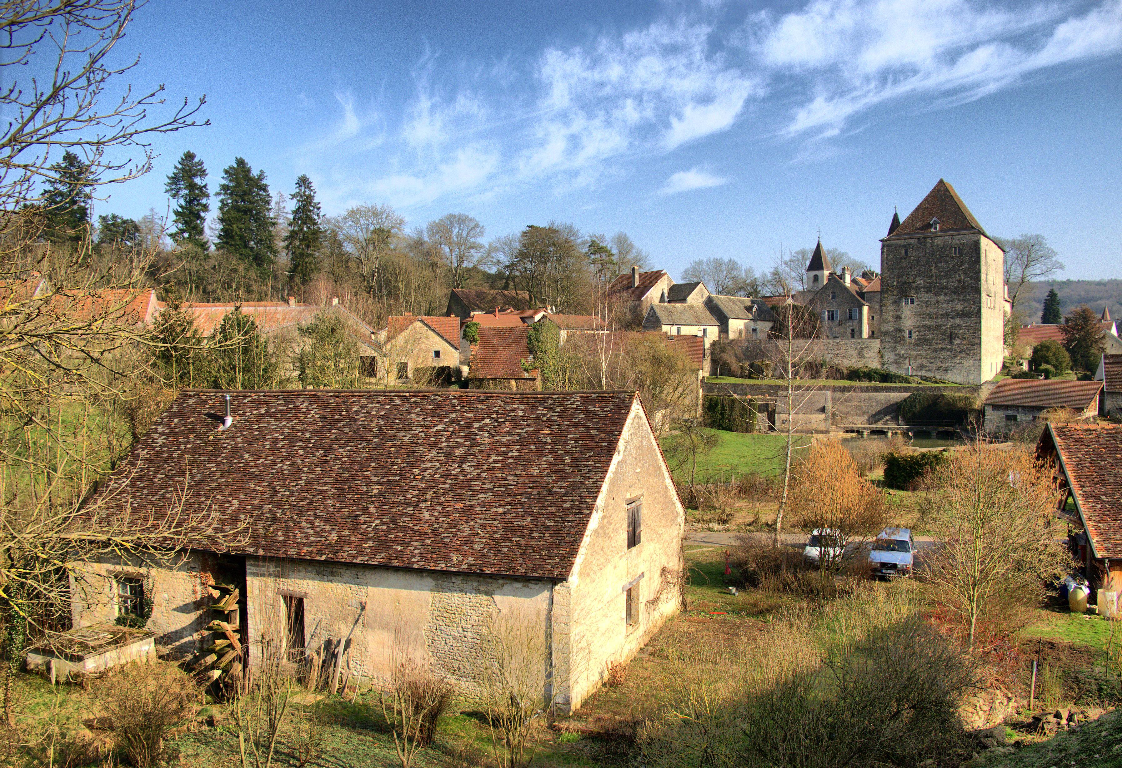 Fondremand - Huilerie-moulin avec sa roue  a aubes au premier plan